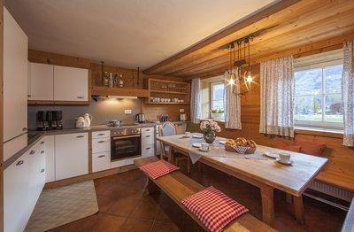 Küche und Essbereich im Chalet Dorfbäck