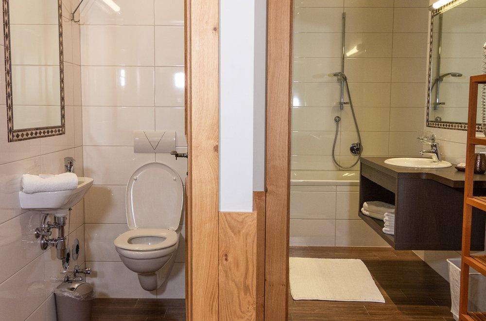 Badezimmer und Toilette Apartment Panorama
