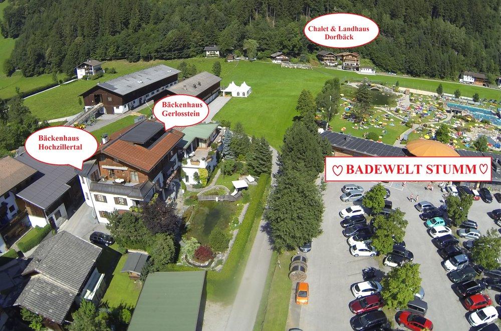 Ansicht von Stumm mit markierten Häusern Bäckenhaus Gerlosstein, Bäckenhaus Hochzillertal, Chalet, Landhaus und der Stummer Badewelt