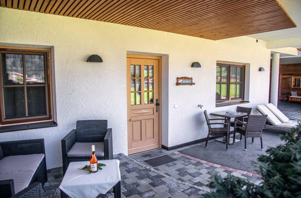 Eingangstür mit Sicht auf die Lounge Apartment Gänseblümchen