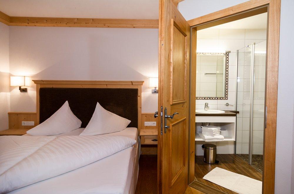 Schlafzimmer mit Badezimmer Apartment Tirol