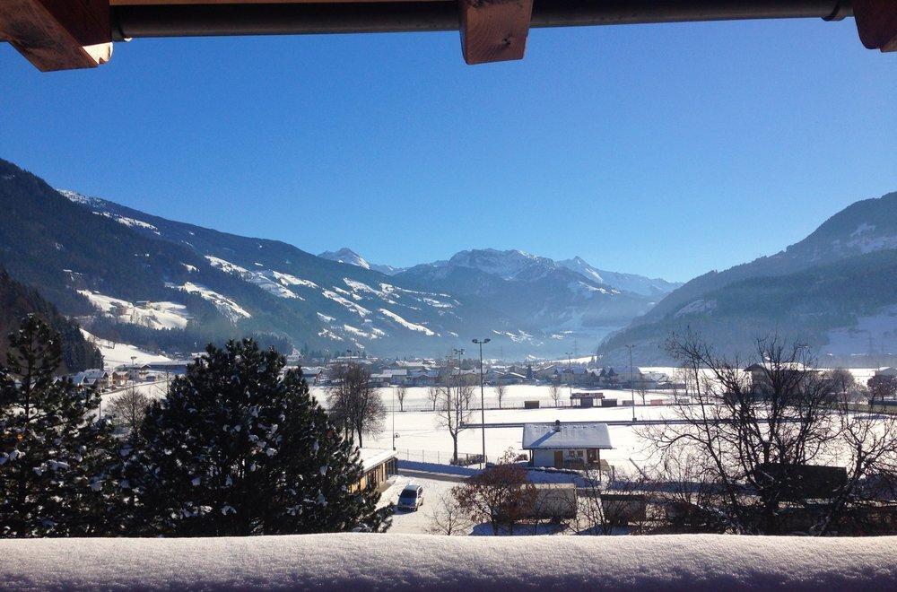 Ausblick vom Balkon Richtung taleinwärts im Winter Apartment Hochzillertal