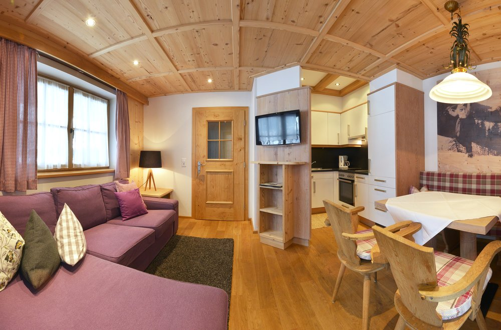 Wohnbereich mit Blick auf die Küche und den Essbereich Apartment Gänseblümchen