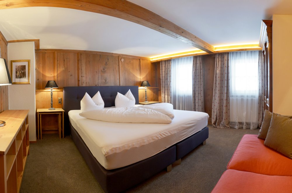 Schlafzimmer mit Sofa Chalet Dorfbäck
