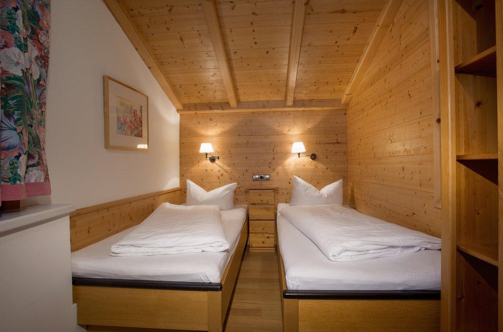 Zweibettzimmer Dachgeschoss Apartment Edelweiss