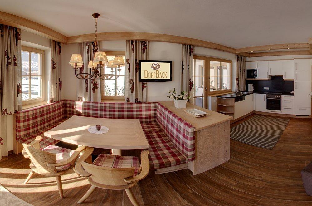 Essbereich mit Blick auf die Küche Apartment Panorama