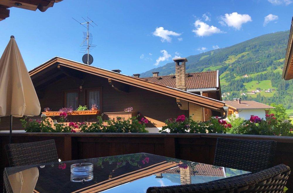 Ausblick vom Balkon Richtung Hochzillertal Apartment Edelweiss