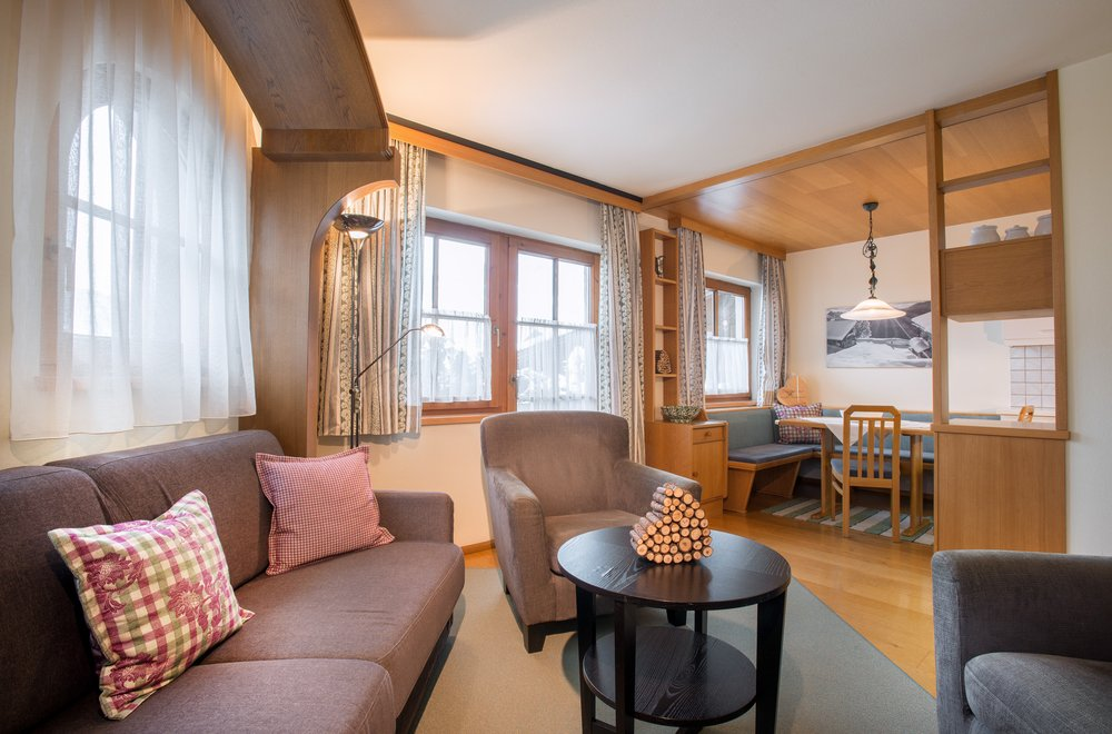Wohnzimmer mit Blick auf Essecke Apartment Enzian