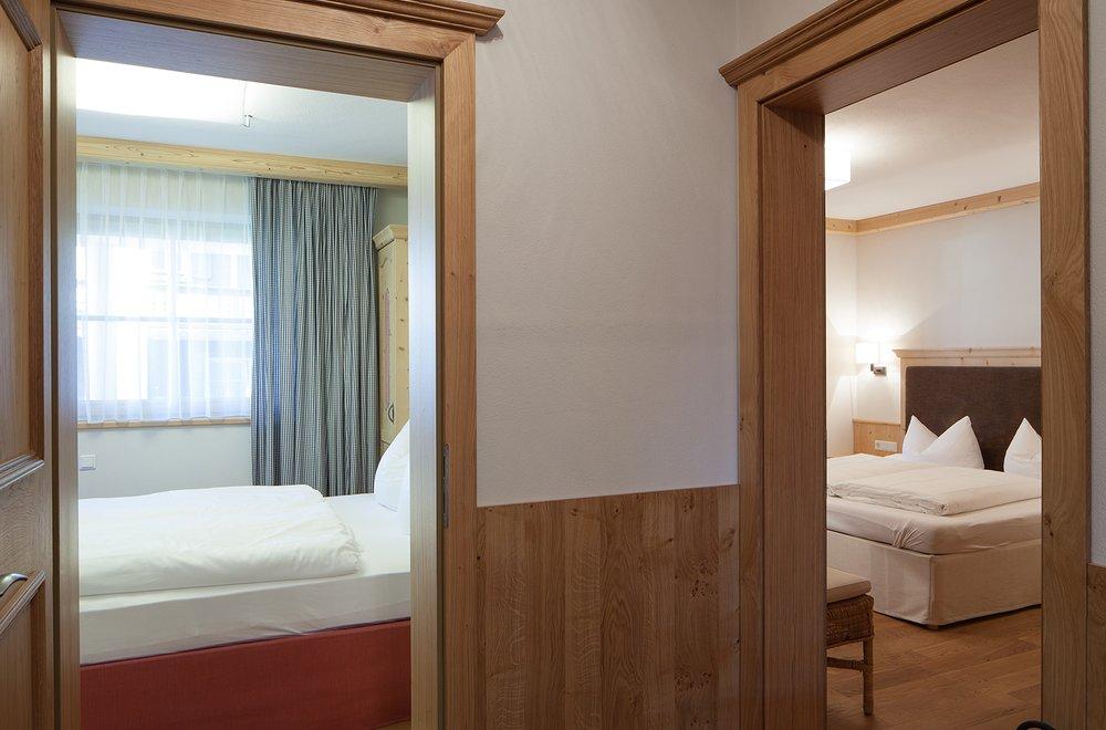Hauseingang mit Blick auf 2 Schlafzimmer Apartment Tirol