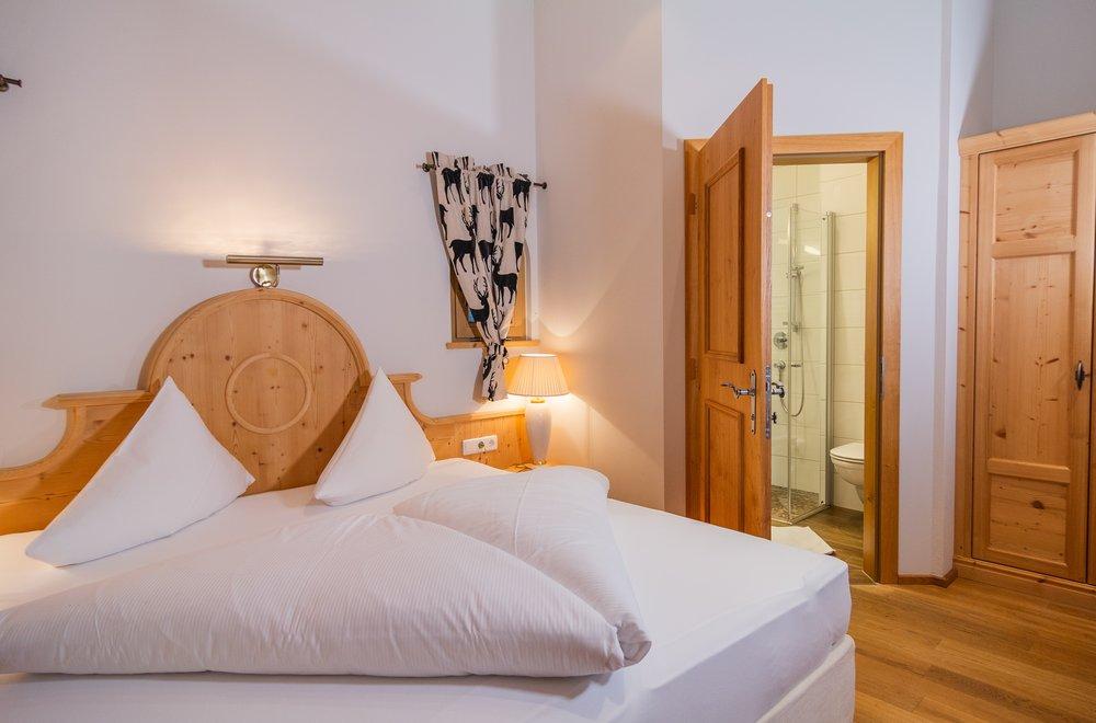 Schlafzimmer mit Blick auf das Badezimmer Apartment Schwalbennest