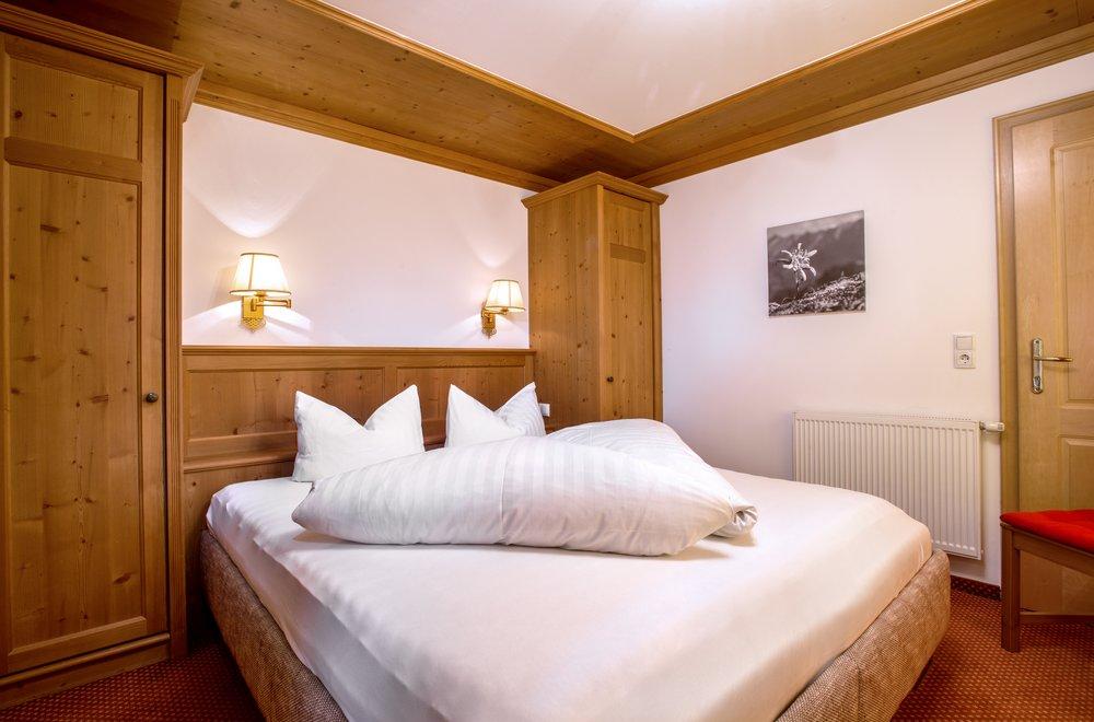 Schlafzimmer mit Boxspringbett Apartment Hochzillertal