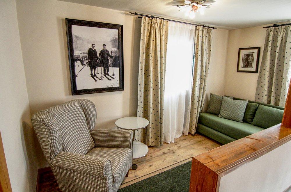 Sitzecke mit Sofa und Sessel Chalet Dorfbäck
