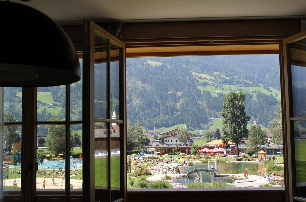 Aussicht auf das Stummer Schwimmbad Apartment Panorama