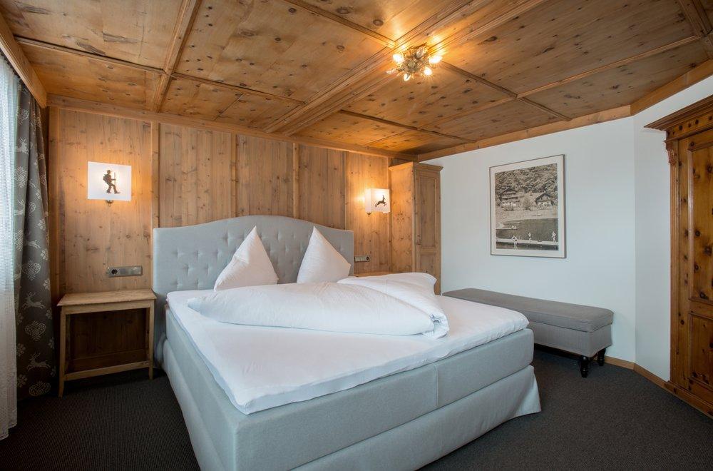 Schlafzimmer mit Boxspringbett Chalet Dorfbäck