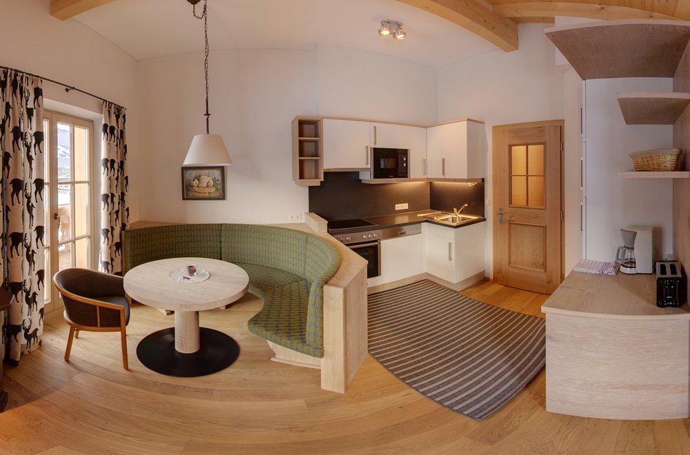 Küche mit Blick auf den Essbereich Apartment Schwalbennest